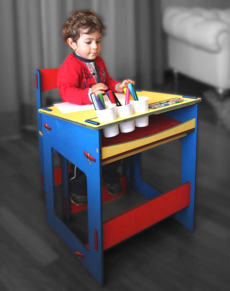 Tavolino banco da lavoro con sedia in legno for Tavolino e sedia montessori